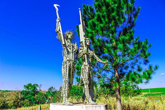Camponeses sem-terra foram homenageados em monumento na Encruzilhada Natalino  - Créditos: Foto: Catiana de Medeiros